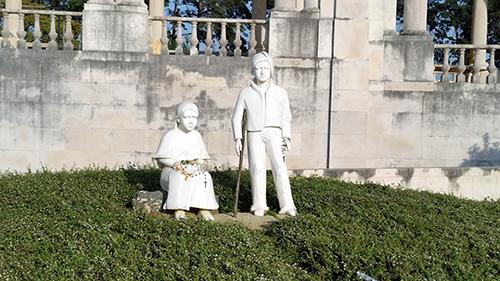 Criança miraculada assiste à canonização de Francisco e Jacinta