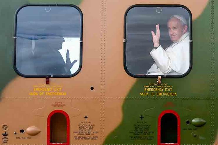 Papa inicia viagem de helicóptero para Fátima