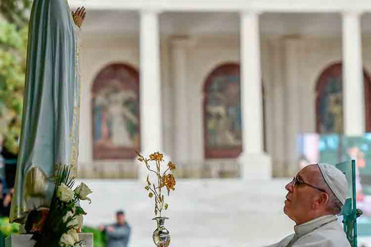 Papa Francisco ofereceu terceira Rosa de Ouro ao Santuário