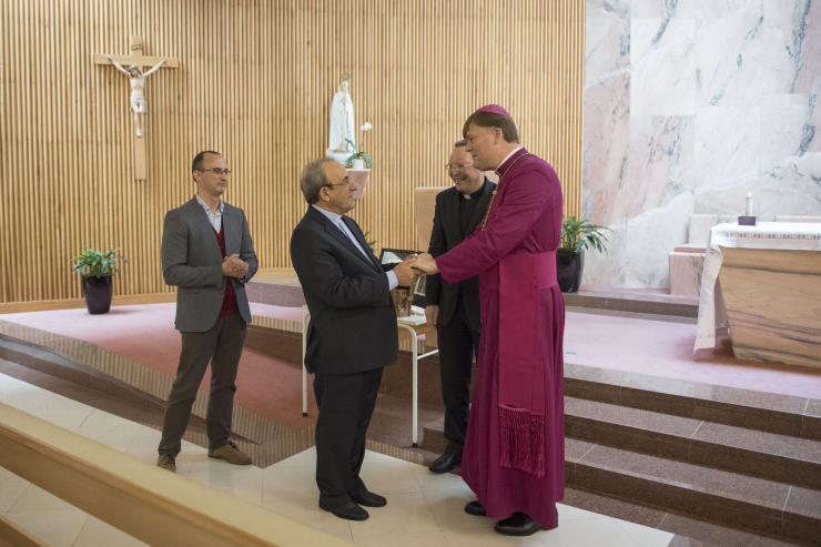 D. António Marto saúda bispos anglicanos presentes em Fátima