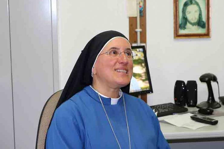 Irmã que vai rezar em árabe pelos refugiados também foi refugiada