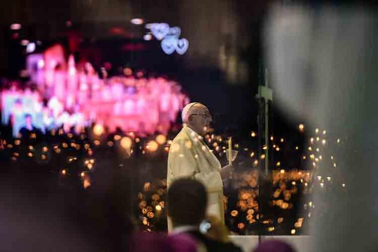 Papa diz que cristãos devem ser marianos
