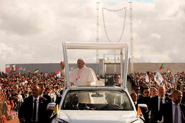 Papa entrou no Recinto do Santuário às 18h15